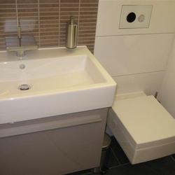 Renoviertes Bad mit modernem WC