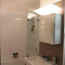 Moderne Sanitäranlagen in einem Badezimmer